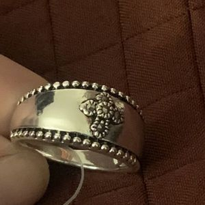 💥FINAL PRICE!💥🌻Thick silver band w/cross ring